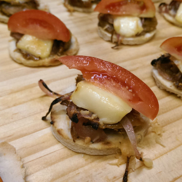 Mini pizzete canape party sunshine coast